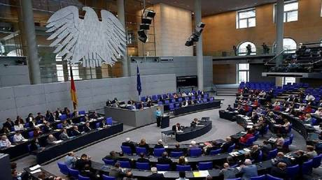 The German parliament adopts a resolution in favor of Israel