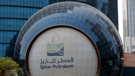 qatar ships liquefied natural gas (lpg) to the uae after the disruption of their main pipeline