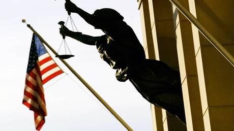 """الولايات المتحدة تفرج مبكرا عن أمريكي مدان بدعم """"طالبان"""" و""""القاعدة"""" (صورة)"""