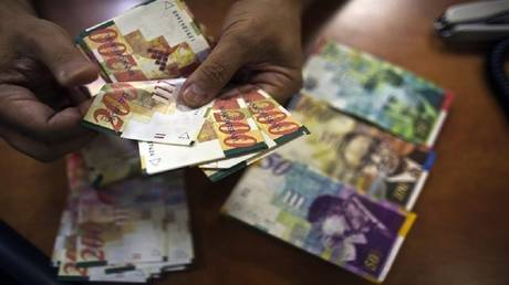 Israel has transferred millions of shekels to the Palestinian Authority in secret and the latter is returning them