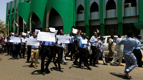 Transitional Military Council in Sudan: The sit-in poses a threat to the country and the rebels