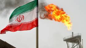 إيران تلجأ لتخزين نفطها مع تهاوي صادراته