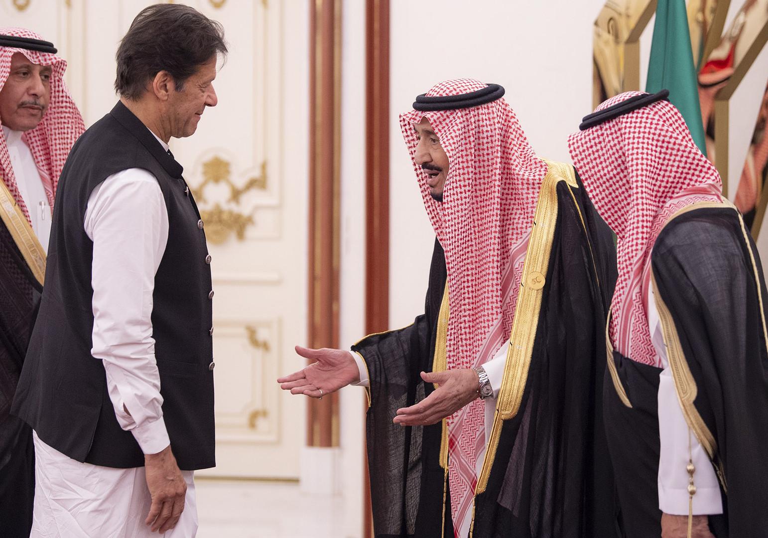 لماذا لم ينتظر عمران خان انتهاء ترجمة حديثه للعاهل السعودي؟