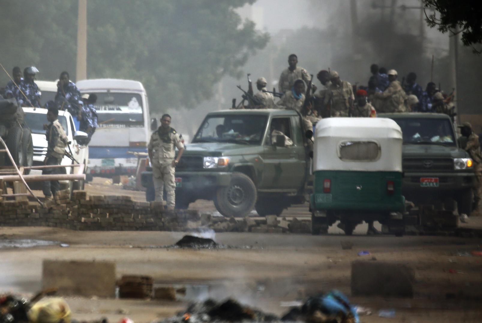 السودان.. ارتفاع عدد ضحايا فض الاعتصام بالخرطوم لـ35 قتيلا والنائب العام يأمر بالتحقيق