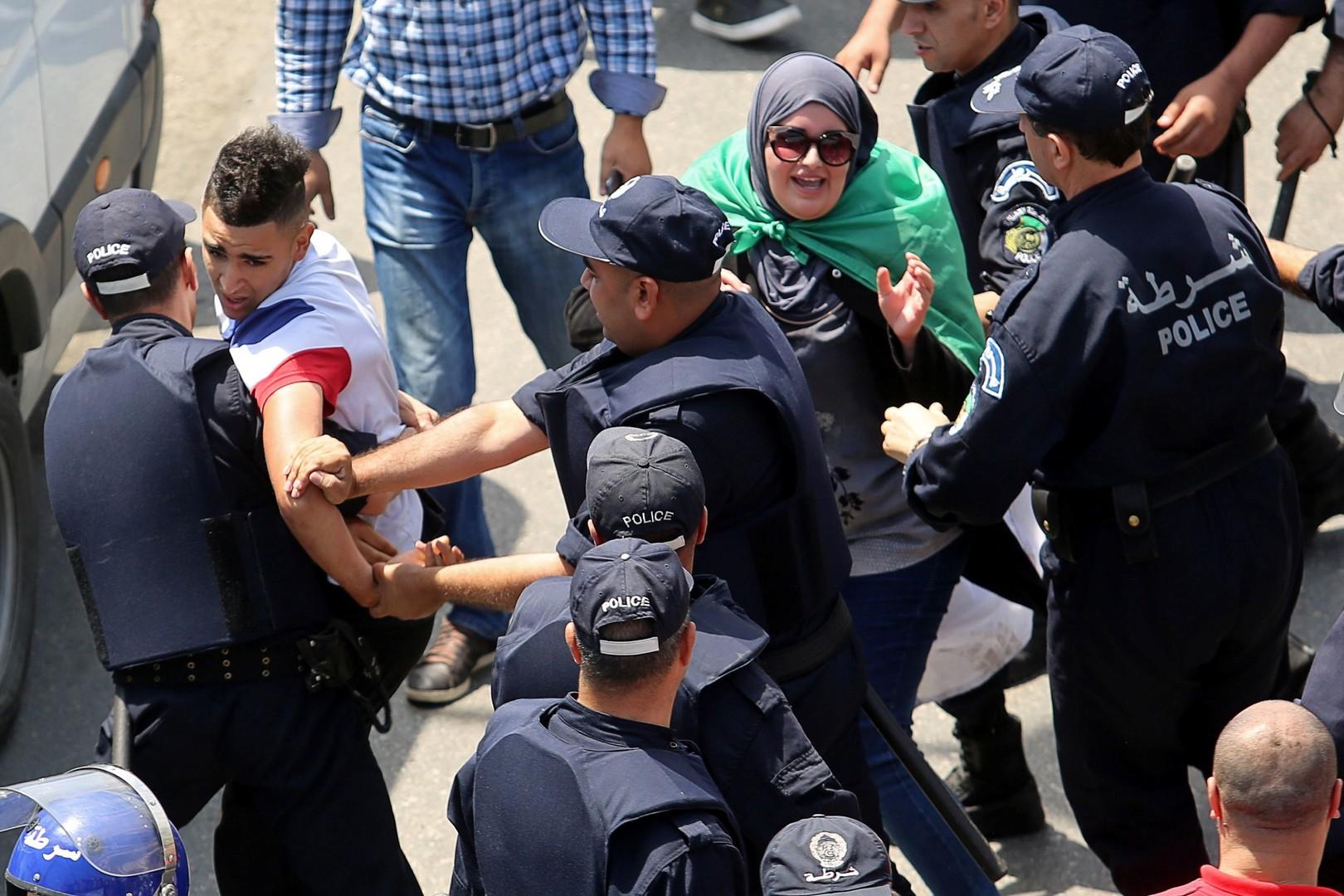 الجزائر.. نشر 9 آلاف شرطي في العاصمة  -