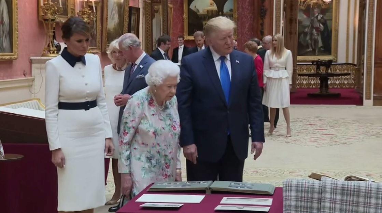 الملكة اليزبيث تعرض المجموعة الملكية على ترامب وميلانيا وإيفانكا