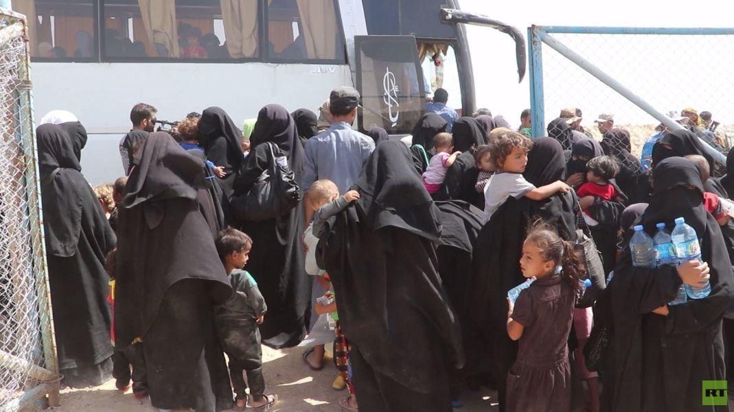 خروج 800 امرأة وطفل من مخيم الهول بسوريا