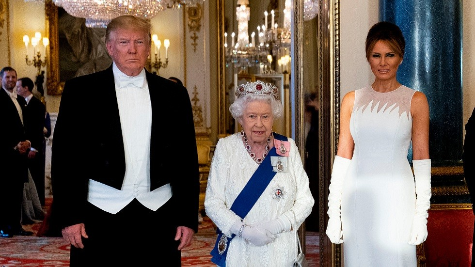 ملكة بريطانيا تقيم مأدبة عشاء على شرف ترامب وميلانيا (فيديو)