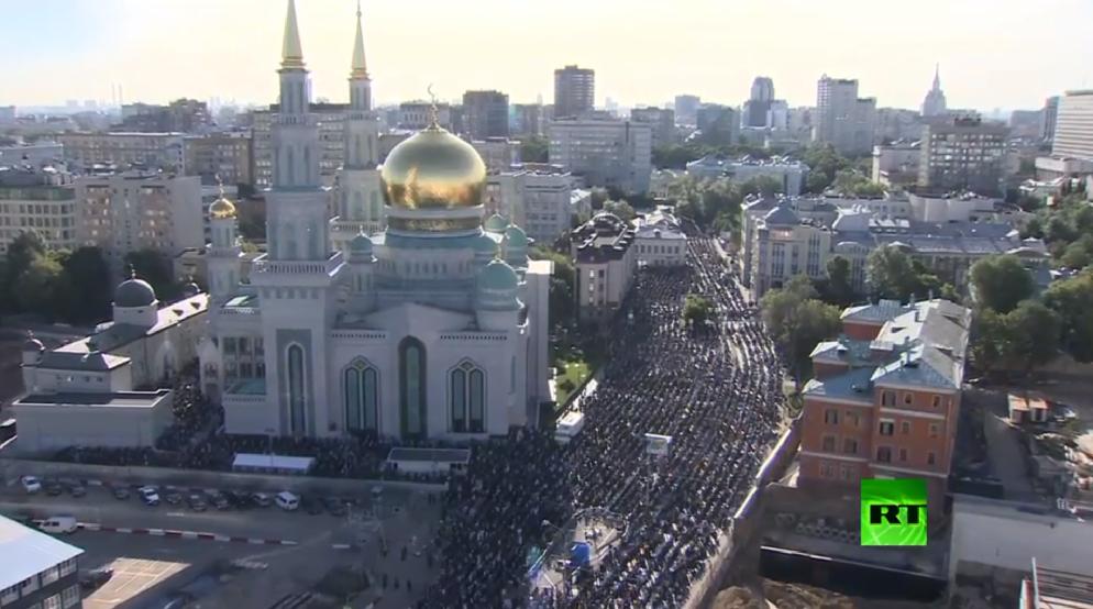 صلاة عيد الفطر في الجامع الكبير بموسكو