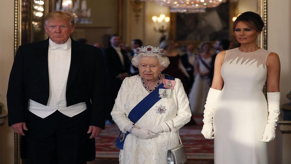 الملكة إليزابيث الثانية والرئيس الأمريكي دونالد ترامب مع زوجته ميلانيا ترامب