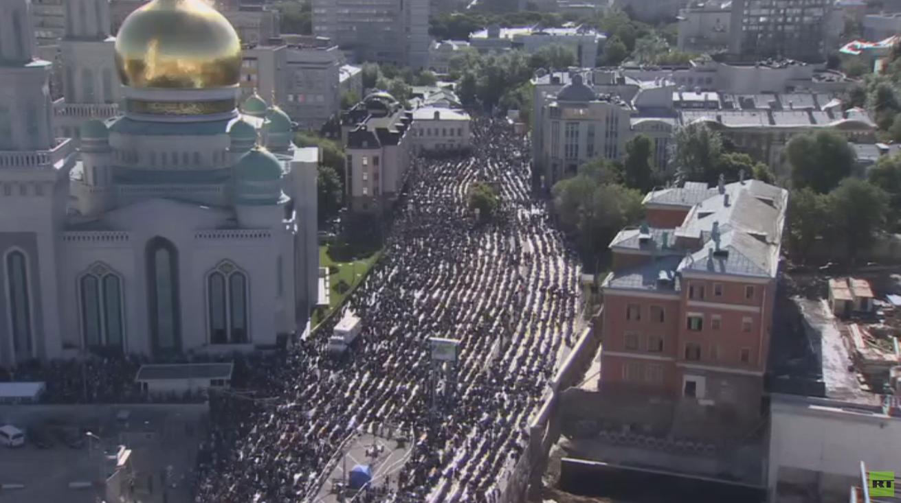 بوتين يهنئ مسلمي روسيا بعيد الفطر