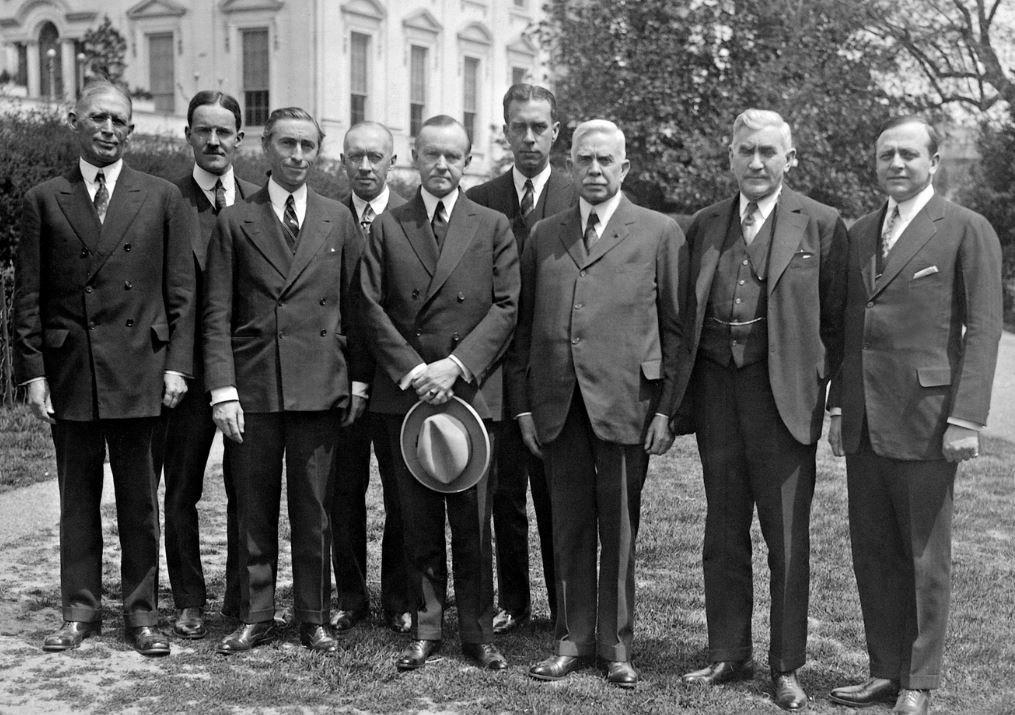 آلفن دالاس - الثاني من اليمين (عام 1926)