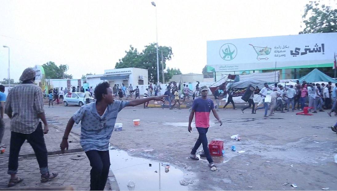 عمق الانقسام في الشارع السوداني