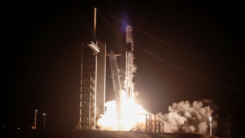 كندا تطلق 3 أقمار صناعية إلى الفضاء