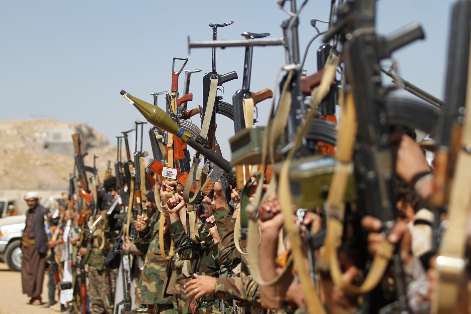 الحوثيون يعلنون سيطرتهم على أكثر من 20 موقعا عسكريا جنوبي السعودية