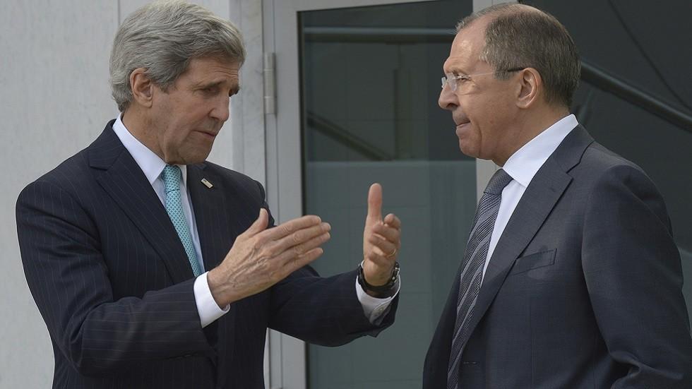 وزيرا الخارجية الروسي سيرغي لافروف والأمريكي جون كيري في أبريل عام 2014