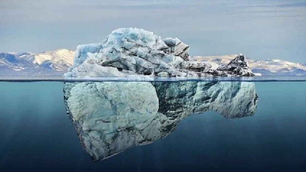 جبل جليدي في القطب الجنوبي