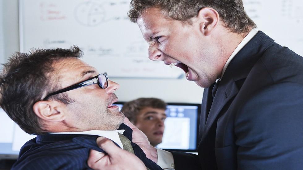 التفكير في قتل مديرك في العمل أمر طبيعي تماما وفقا لعلم النفس الجنائي!