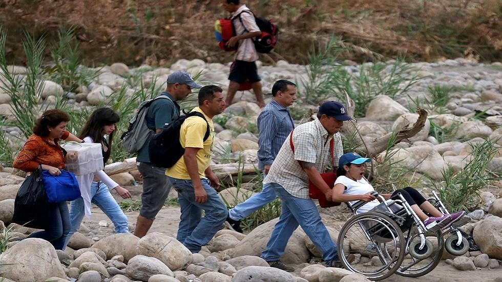 مواطنون يعبرون الحدود الفنزويلية الكولومبية (صورة أرشيفية)