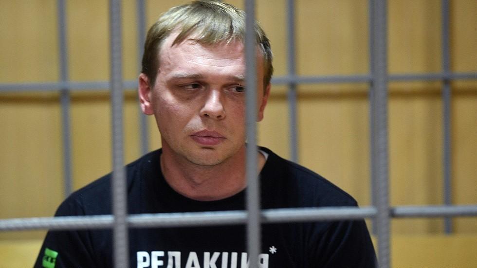 الصحفي إيفان غولونوف يمثل أمام محكمة في موسكو في 7 يونيو