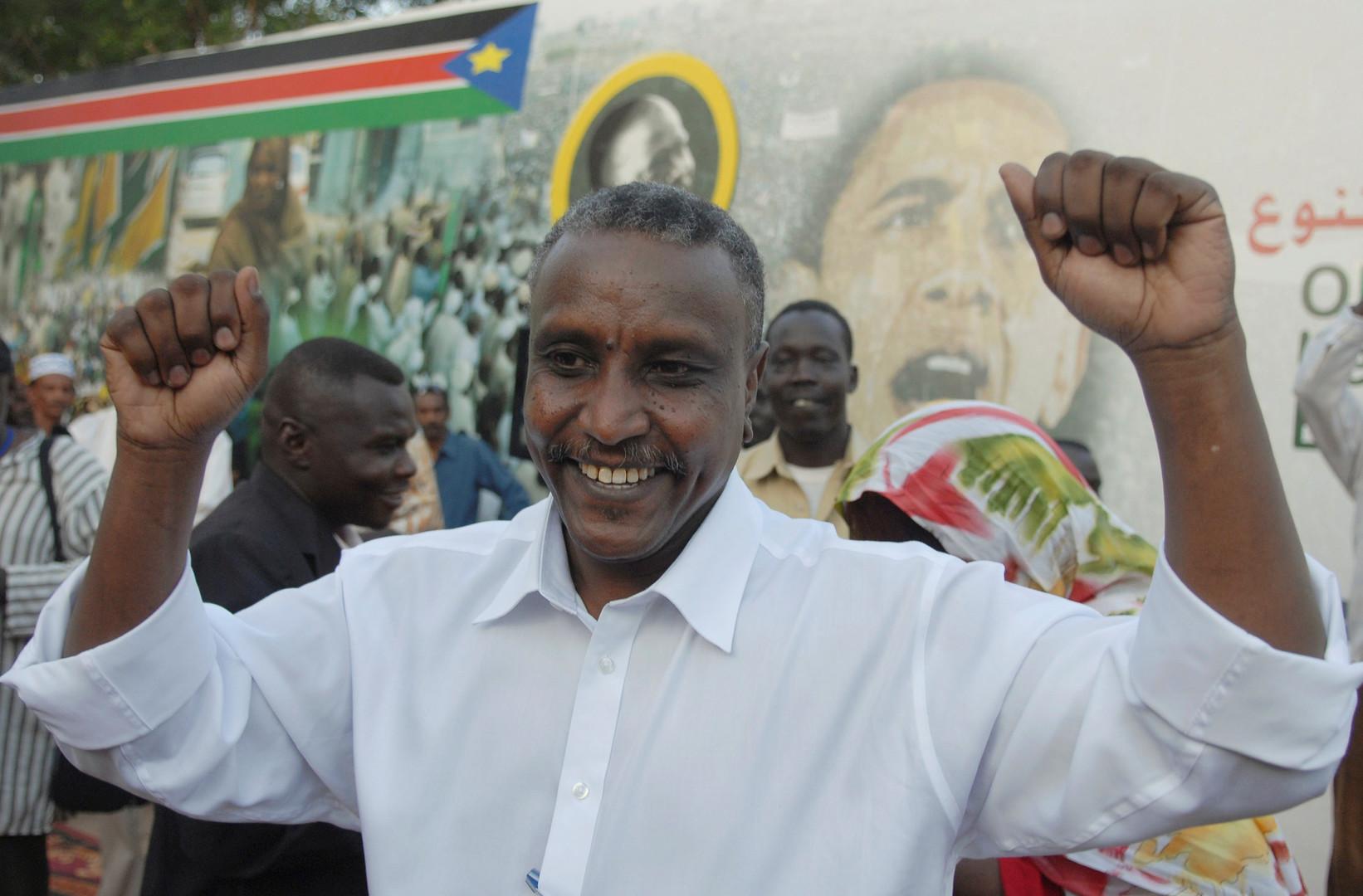 السودان.. المجلس العسكري الانتقالي يبعد قادة