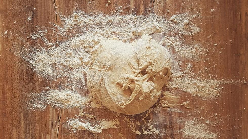نتيجة بحث الصور عن لماذا لا ينبغي تذوق العجين قبل خبزه؟