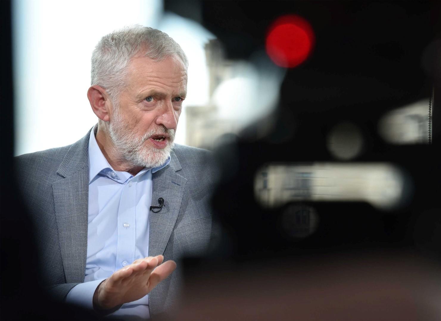 كوربين وحزبه يسعيان لمنع جونسون من مغادرة الاتحاد بلا اتفاق