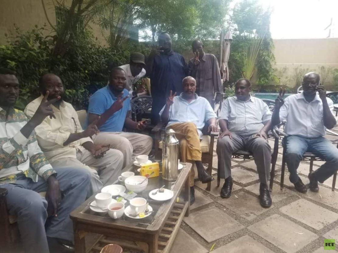 بالصور.. قادة الحركة الشعبية لتحرير السودان المبعدون يصلون إلى جوبا