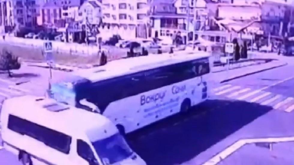 اصطدام حافلتين سياحيتين في سوتشي.. (فيديو)