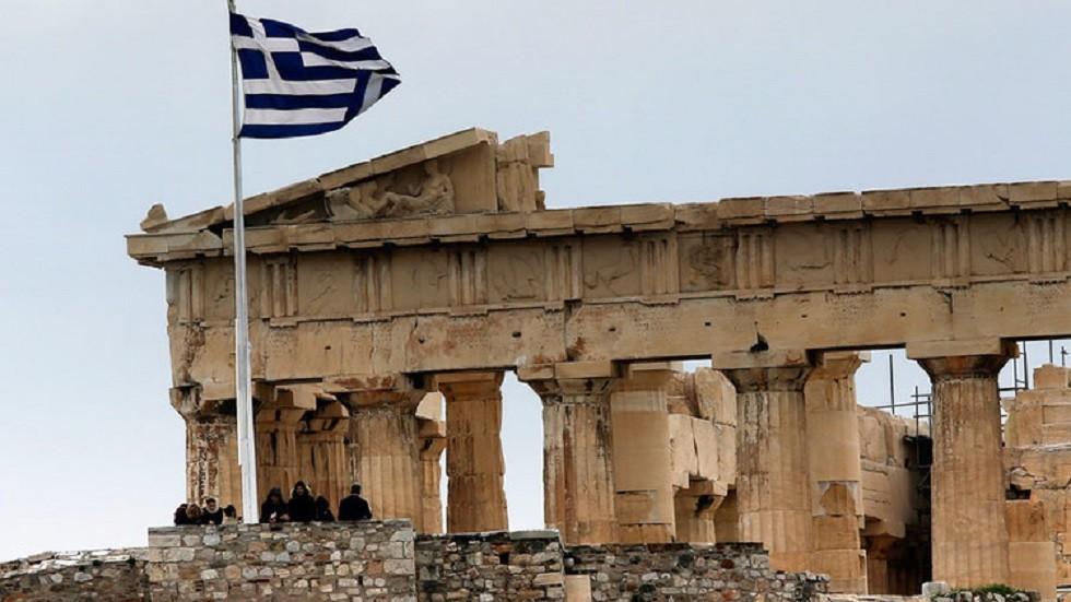 اليونان تدين إحراق سيارتين تابعتين للسفارة التركية على أراضيها