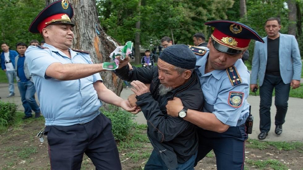 كازاخستان... توقيف 200 متظاهر في احتجاجات غير مرخصة