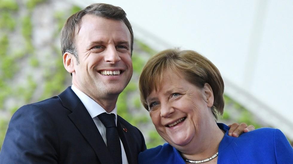 الرئيس الفرنسي إيمانويل ماكرون مع المستشارة الألمانية أنغيلا ميركل
