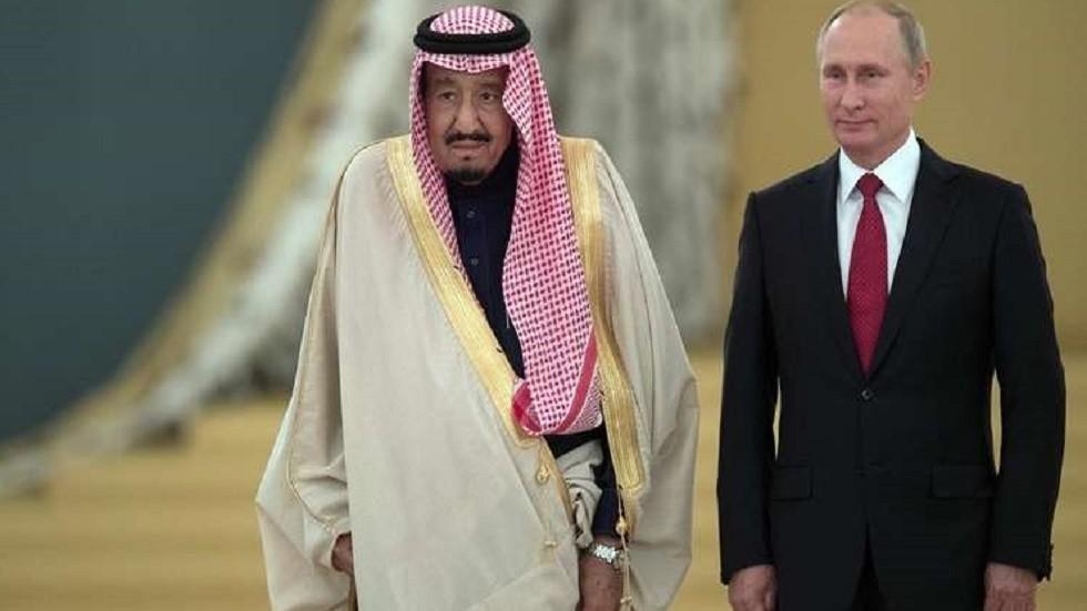 العاهل السعودي وولي عهده يهنآن بوتين بعيد روسيا الوطني