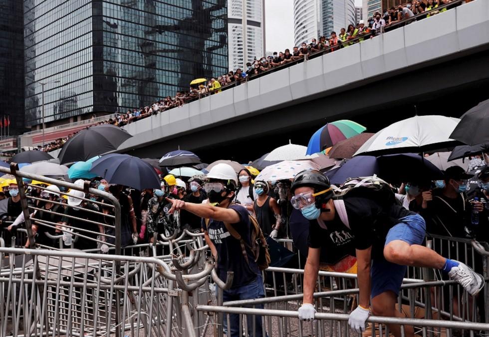 برلمان هونغ كونغ يؤجل جلسة النظر في قانون تسليم المطلوبين