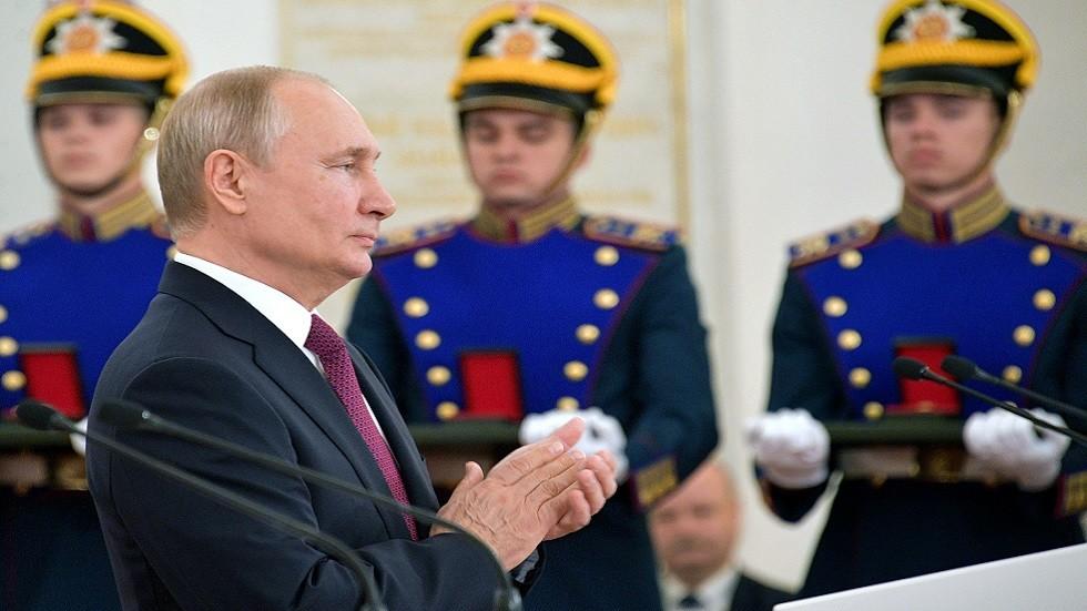الرئيس الروسي فلاديمير بوتين خلال حفل توزيع جوائز الدولة في الكرملين