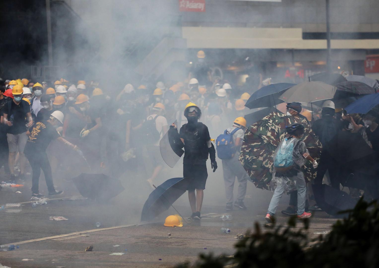 شاهد.. مواجهات بين الشرطة ومحتجين في هونغ كونغ بسبب قانون تسليم المطلوبين.