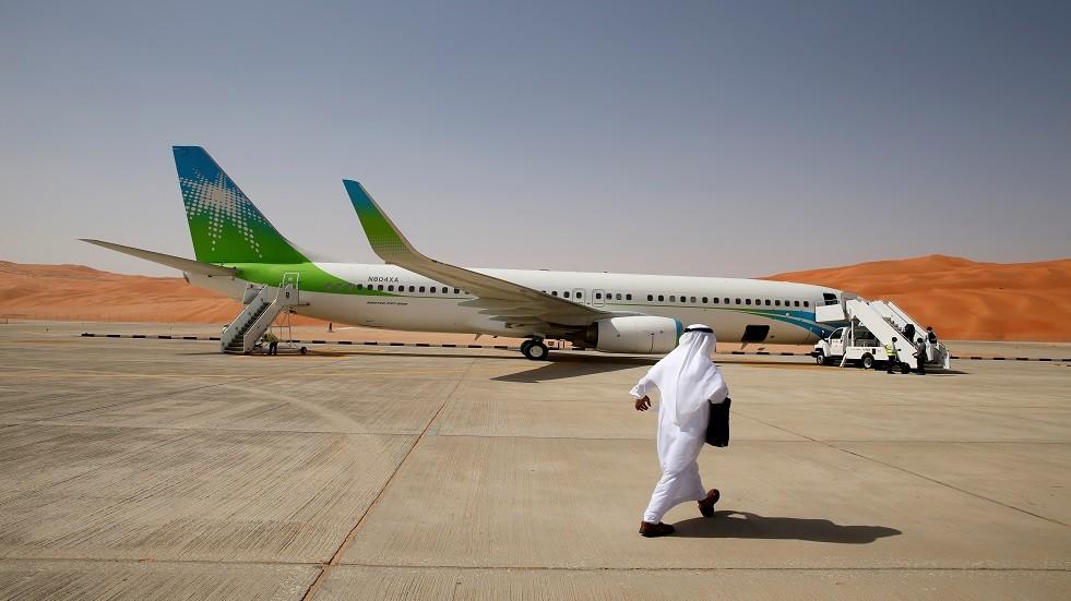 الصور الأولى لآثار استهداف الحوثيين لمطار أبها السعودي