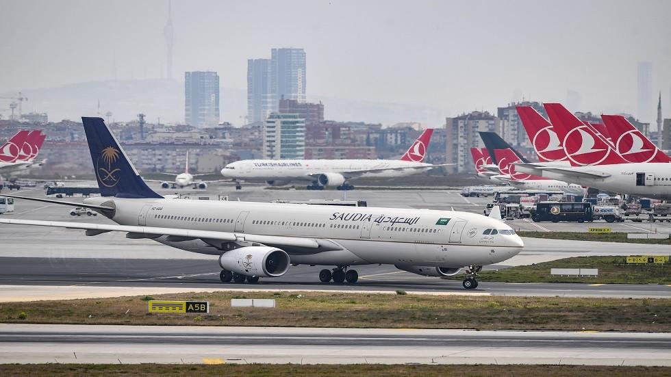 سعودية تقوم بقيادة أول رحلة رسمية لشركة طيران سعودية