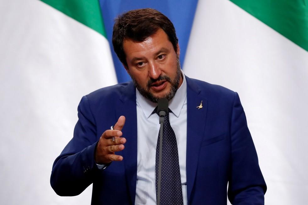 إيطاليا تتبنى قانونا يعاقب منقذي المهاجرين في البحر