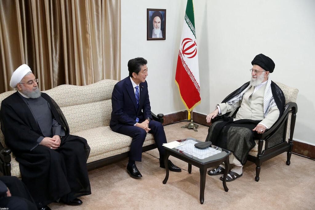 مصدر ياباني رسمي: آبي طلب من قيادة إيران الإفراج عن الأمريكيين المسجونين لديها