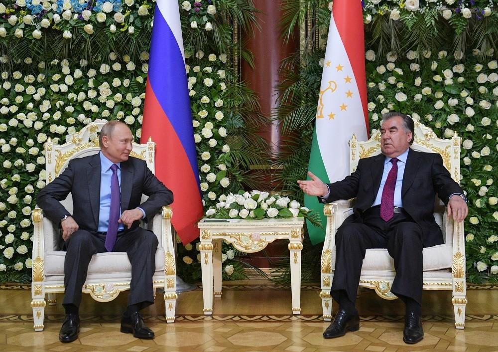 بوتين ورحمان يبحثان آفاق الشراكة الاستراتيجية بين روسيا وطاجيكستان