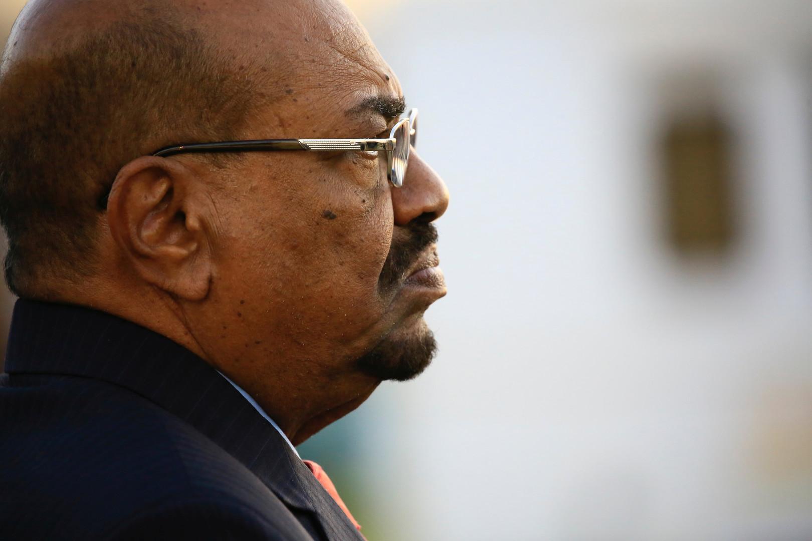 السودان.. ﺍﻟﺒﺸﻴﺮ ﻳﻜﺜﺮ ﻣﻦ ﺍﻟﻘﻔﺸﺎﺕ ﻭﺍﻟﻀﺤﻜﺎﺕ