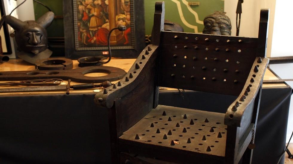 أدوات تستخدم في التعذيب