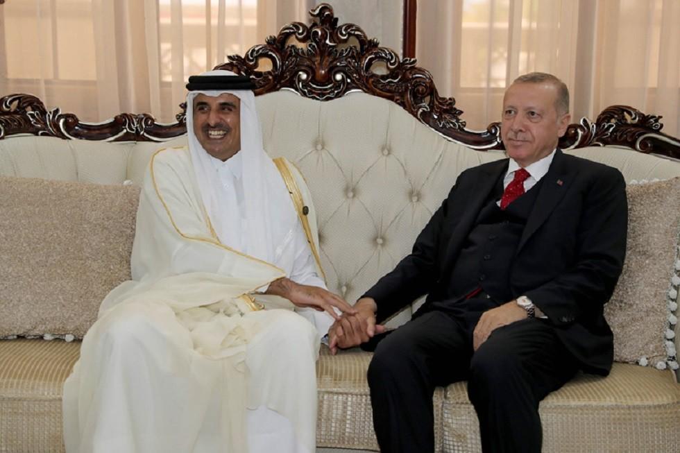 الرئيس التركي، رجب طيب أردوغان، وأمير قطر، الشيخ تميم بن حمد آل ثاني، في لقاء بالعاصمة الطاجيكية دوشنبه يوم 15 يونيو 2019