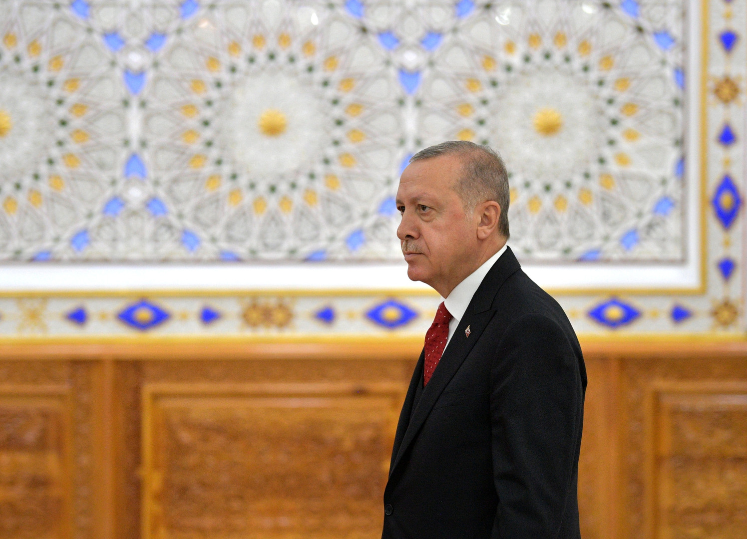 الرئيس التركي، رجب طيب أردوغان، خلال أعمال الدورة الخامسة لقمة