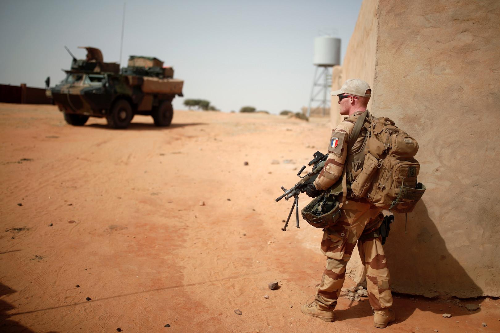 متشددون في مالي يأسفون لانفجار لغم زرعوه للقوات الفرنسية بحافلة ركاب