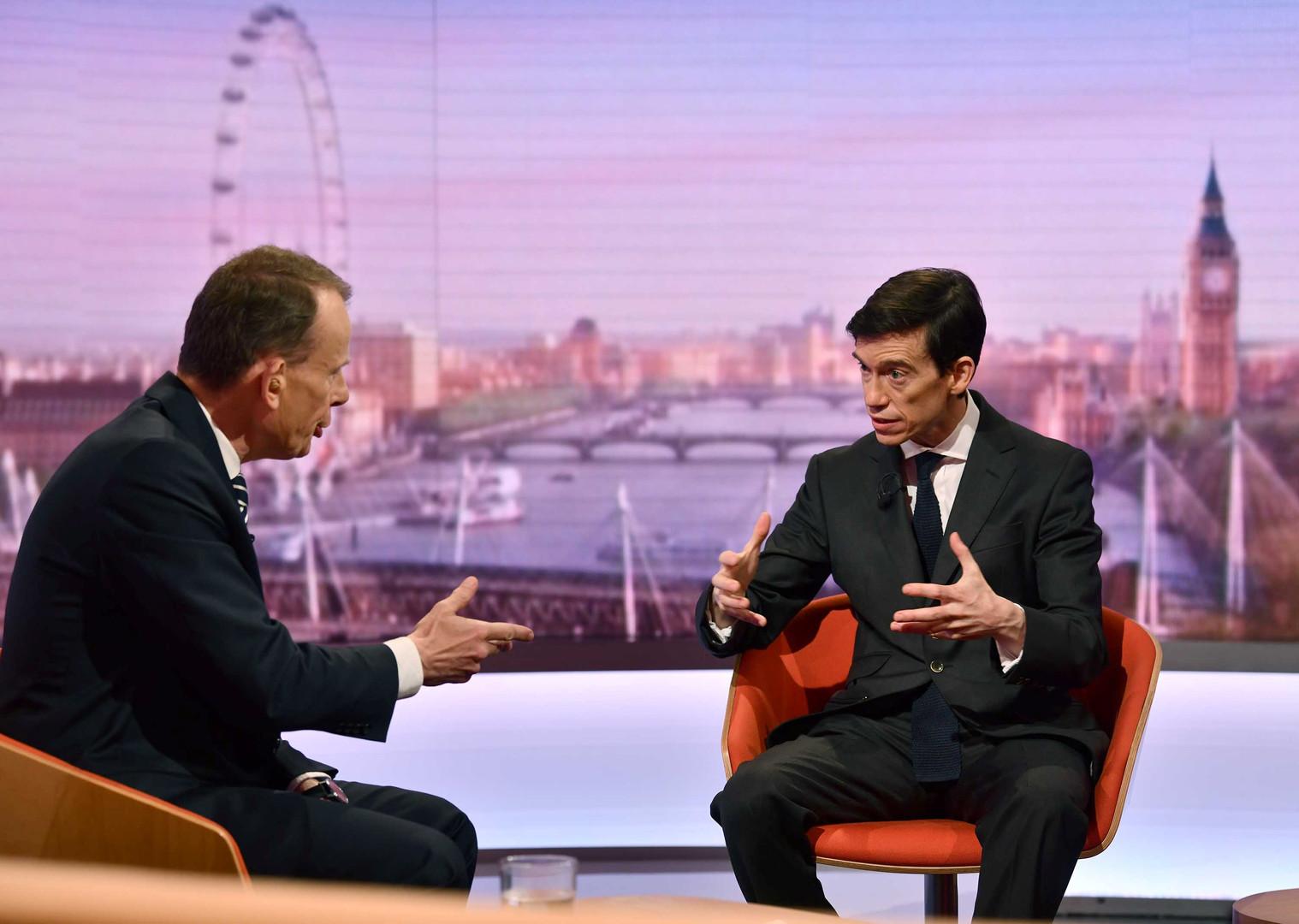 روري ستيوارت مرشح لمنصب رئيس الوزراء البريطاني في برنامج تلفزي