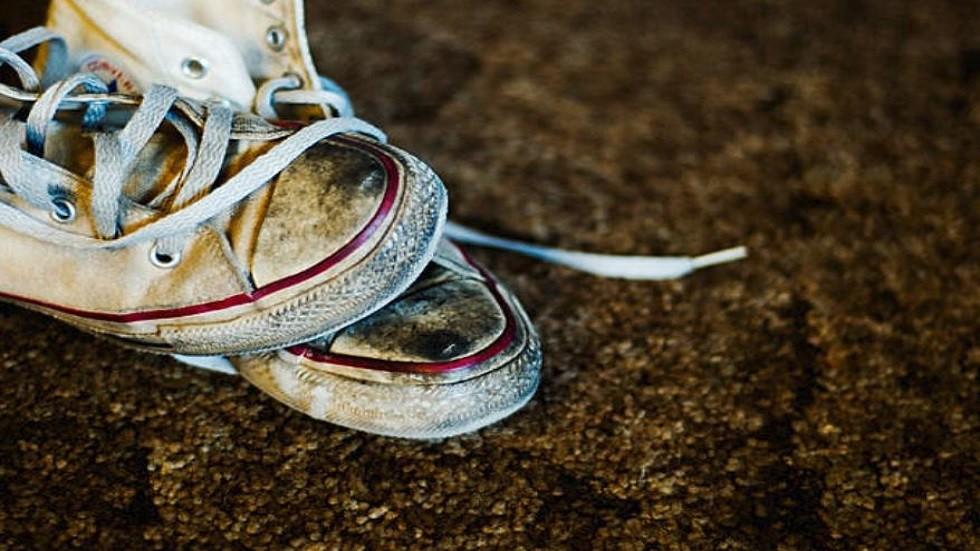 الأحذية القذرة داخل المنزل تحمي الأطفال من مرض التهابي مزمن!