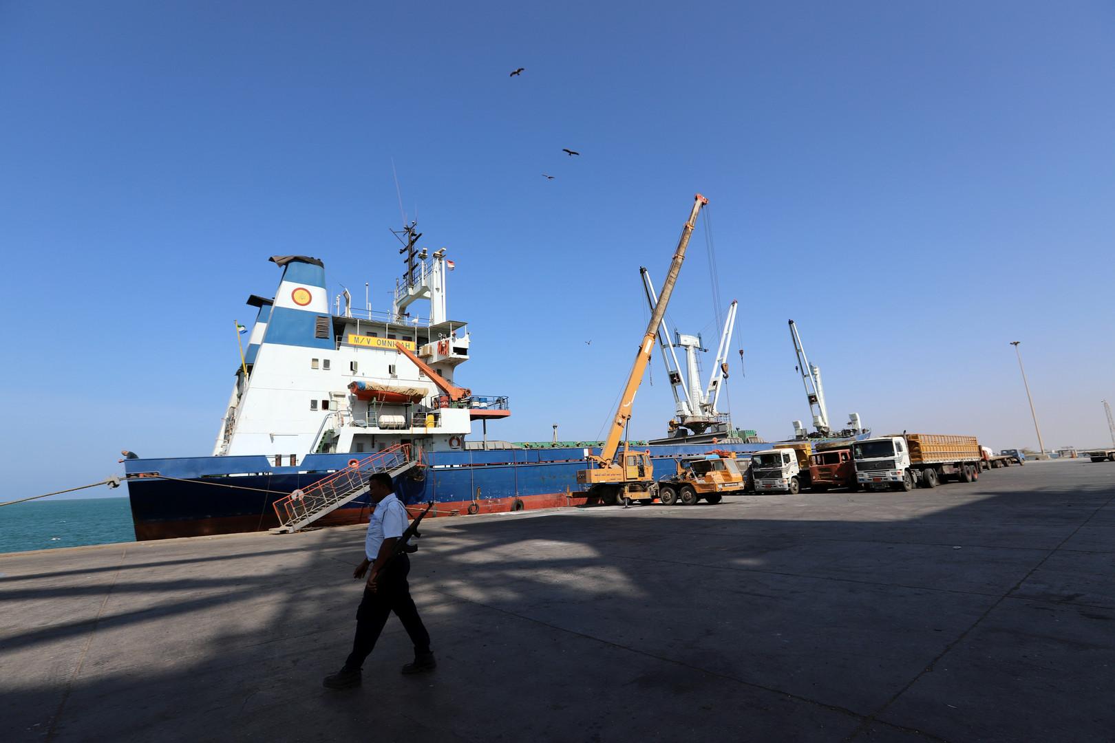 الحوثيون يعلنون عزمهم بدء تفتيش السفن في موانئ الحديدة برقابة أممية