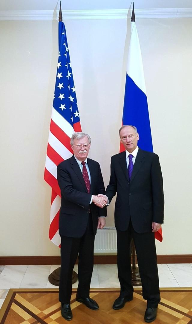 سكرتير مجلس الأمن الروسي، نيقولاي باتروشيف ومستشار الرئيس الأمريكي لشؤون الأمن القومي جون بولتون